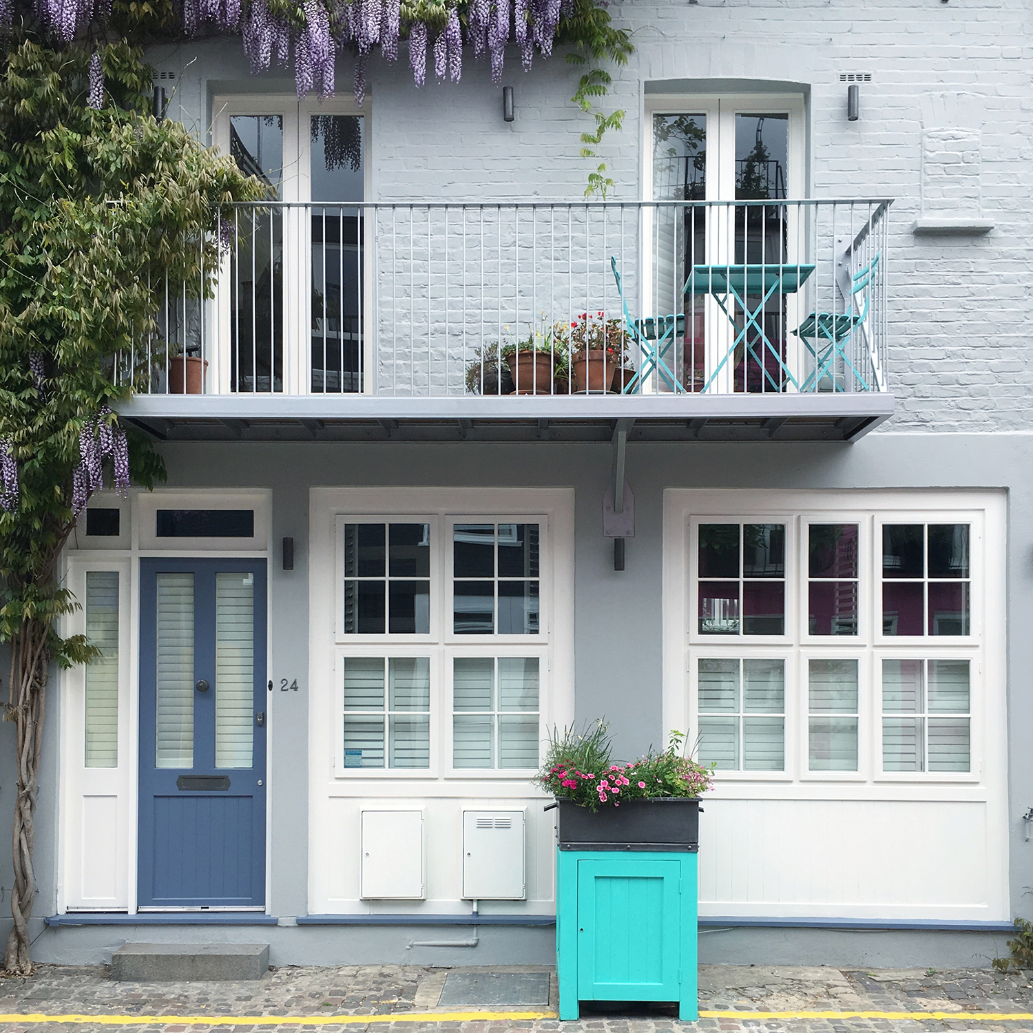 Seven of the most Colourful London Streets | natashadenness.co.uk | (photo of a London Mews)
